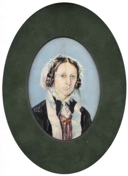 Неизвестный художник «Женский портрет». Середина XIXвека. Кость, гуашь, 9,5×6,8см (всвету).