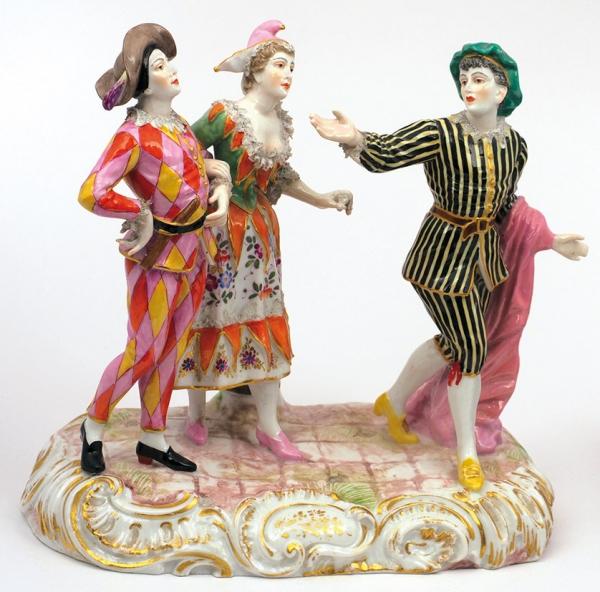 Скульптура «Комедианты». Германия, Мейсенская фарфоровая мануфактура. Третья четвертьХХ века. Фарфор, надглазурная полихромная роспись. Высота22,5см.
