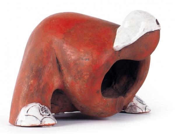 Лиховцев Дмитрий. Скульптура «Решающий мяч». 2014. Красная глина, глазурь. 14×22×16см.