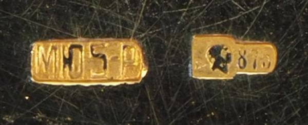 Коробочка сгильошированной эмалью «Котенок». Западная Европа. Начало ХХвека. Серебро, гильошированная эмаль. Диаметр5,5см. Вес62,6г.