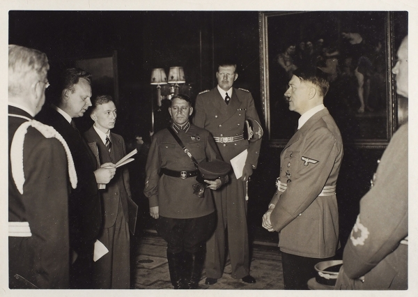 [Личный фотограф Адольфа Гитлера] Лот из9фотографий: Подписание пакта Молотова-Риббентропа идр./ фото Генриха Гофмана.1939, 1940, 1942.