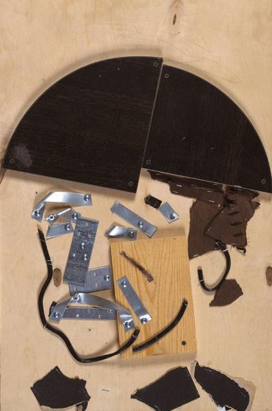 """Быстров Петр . «Портрет Джорджа Харрисона собложки американского релиза альбома Вечер трудового дня»"""" . Фанера, двп-панель, бумага наждачная, металлическая пластина, уголок, саморезы. 76×76см."""