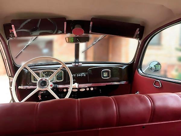 BMW (EMW— «айзенахские моторные заводы»). 340-2. Год выпуска 1954. Год выпуска 1954. Впервые послевоенные годы Германия была разделена наоккупационные зоны, контролируемые СССР исоюзниками. Город Айзенах, где располагался завод BMW, нестал исключением ипопал всоветскую зону оккупации. Поэтому выпуск автомобилей нарубеже 40-50 годов осуществлялся под маркой BMW советского производства.
