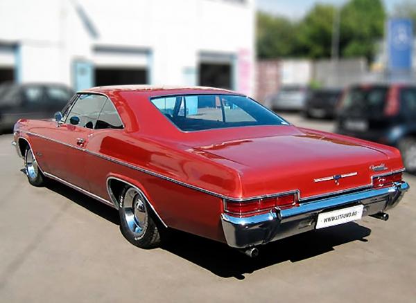[Chevrolet Impala снялась всериале «Сверхъестественное», вфильмах «Безумный макс» и«Страх иненависть вЛас-Вегасе»] Chevrolet Impala SS. Год выпуска: 1966. Слово Impala было позаимствовано изназвания небольшой африканской антилопы сэлегантным экстерьером ивпервые употреблено вназвании концепт-кара 1956 года скузовом хардтоп ярко-зелёного цвета ибелым салоном. Онбыл экспонатом выставки «1956 General Motors Motorama».
