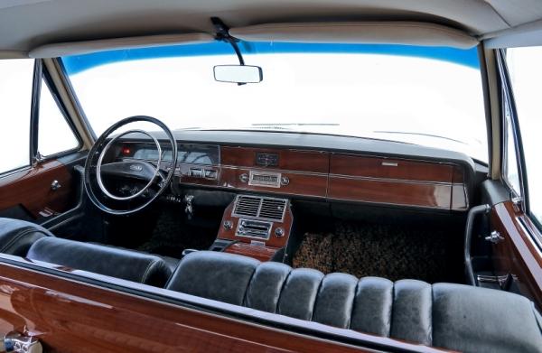[Один из113экземпляров] ЗИЛ 114. Год выпуска: 1970. ЗИЛ-114— автолегенда СССРи, безусловно, ассоциируется сэпохой Брежнева. Вначале 60-х годов отечественный дизайнеры ориентировались наамериканские автомобили премиум-класса, ведь именно ихдизайн считался эталоном вавтомобильном мире.