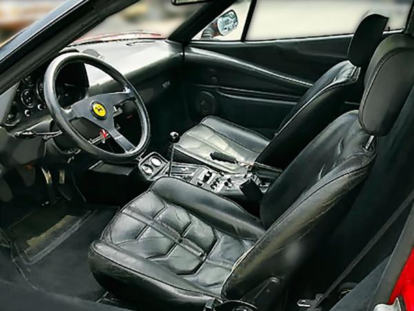 [Дебют Ferrari 308 Quattrovalvole состоялся напарижском автосалоне воктябре 1982года] Ferrari 308GTS Quattrovalvole. Год выпуска: 1983. Старейший участник «Формулы-1», непропустивший ниодного сезона с1950года, мультимиллиардная компания-гигант вмире спорта— Ferrari— много лет пользуется огромным успехом. Смомента появления намировом рынке Ferrari зарекомендовали себя как самые быстрые, дорогие иэксклюзивные автомобили, завоевавшие 16призов заинженерные достижения, больше, чем кто либо другой.