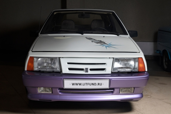 [Одна извсего 450 созданных Наташ...] ВАЗ-2108 (LADA Natasha). Год выпуска: 1988. Вконце 1980-х годов, желая разнообразить экспортный модельный ряд марки Lada, крупнейший импортер советских автомобилей встранах Бенилюкса, бельгийская компания АОScaldia-Volga, создали кабриолет Lada Natasha набазе трехдверного хэтчбека ВАЗ-2108 (Лада Самара).