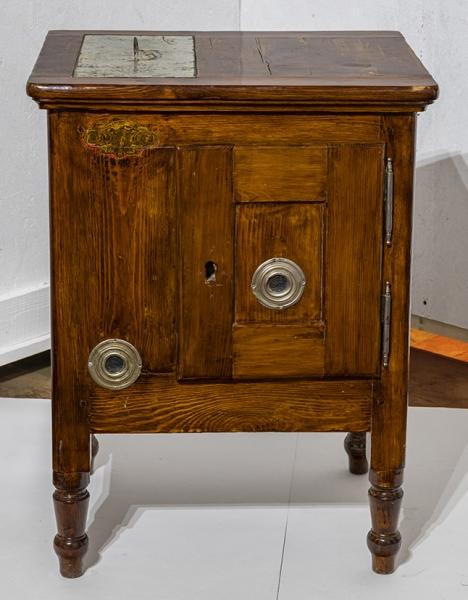 Домашний холодильный шкаф. Россия (?), конец XIXвека. Дерево, металл.