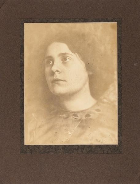 Ранняя фотография Лили Брик/ фот. Х.Хоффман. Мюнхен, [1911].