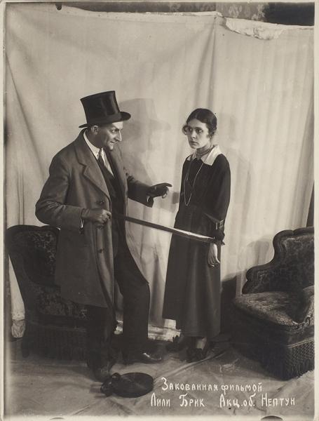 [Редчайший кадр] Оригинальная фотография Лили Брик сосъемок «Закованная фильмой». Акц. общество «Нептун». [М., 1918].