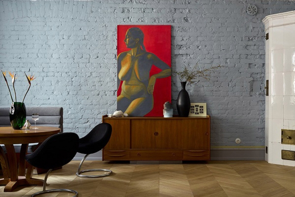 [Квартира суникальным дизайном вдоме Довлатова вСанкт-Петербурге] Уникальная дизайнерская четырехкомнатная квартира взнаменитом «Доме Довлатова» наул. Рубинштейна, 23. 4комнаты, 150м² 4этаж 5-ти этажного дома встиле модерн. 3санузла, 2печи смалахитовыми изразцами, оборудована авторской мебелью ипредметами искусства.
