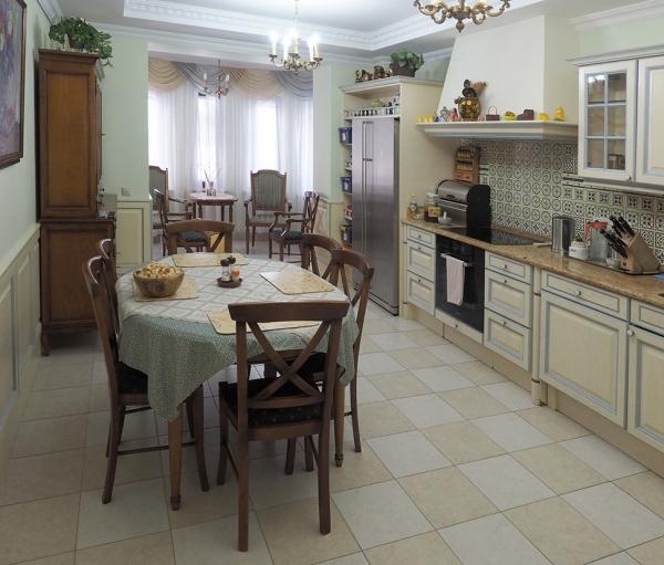 2-х этажный дом общей площадью 420м² сотдельно стоящим собственным спа-центром идомом для прислуги вдеревне Милюково Первомайского поселения Троицкого административного округа Москвы.