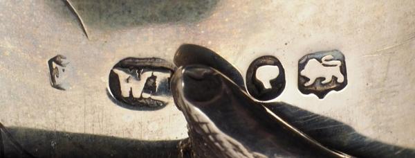 Фантазийный бокал ввиде обезьяны сяйцом. Англия.1888. Серебро, золочение, аметисты. Высота8,5см. Вес 201,4г.