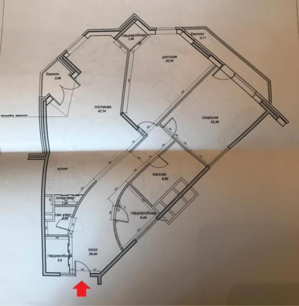 Квартира 153кв. м— вЖК«Золотые ключи 2». Жилой комплекс «Золотые ключи 2», Минскаяул., д. 1Г, корп.3. Обобъекте: Просторная трехкомнатная квартира сдизайнерским ремонтом вжилом комплексе «Золотые Ключи». Планировка: кухня-столовая, большая гостиная, две спальни, два с/у, две большие гардеробные комнаты. Встроенная кухня издерева, сделана назаказ вИталии, мягкая мебель «Fendi», эксклюзивные итальянские люстры скристаллами «Swarowski», шелковые обои, кондиционеры, подогрев полов. Окна выходят натерриторию комплекса инаприродный заказник долины реки Сетунь.