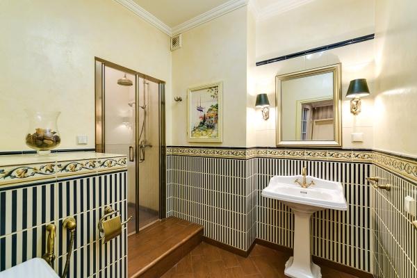 Квартира 120кв. м— Свидом наМосква-Сити. Жилой комплекс «Шмитовский16», Шмитовский пр-д, д.16, стр.1. Обобъекте: Предлагается напродажу двухкомнатная видовая квартира. Планировочное решение включает всебя: гостиную, кухню-столовую, спальню, кабинет, 2ванные комнаты. Квартира полностью оборудована качественной мебелью исантехникой, атакже системой кондиционирования. Полы извлагостойкого массива дуба. Потолки3,2метра. Изокон открывается потрясающий вид на«Москва-Сити».