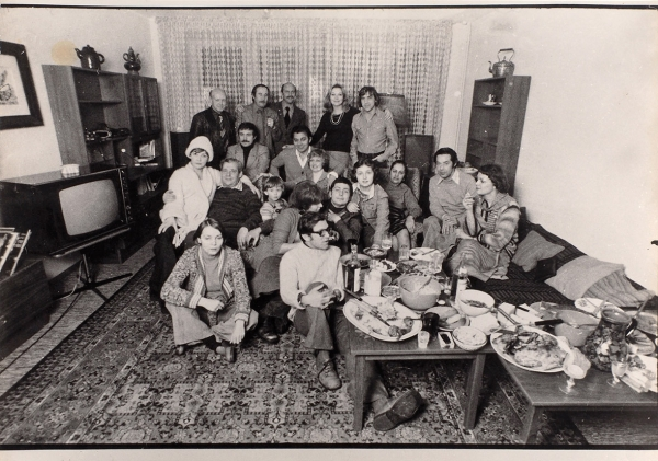 Фотография: Новоселье вквартире уВысоцкого наМалой Грузинской/ фотограф В.Плотников. М., 24декабря 1975года.