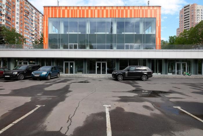 Офисный особняк 3197кв. м— Торгово-развлекательный центр уметро «Профсоюзная». Новочерёмушкинская улица, 53А.
