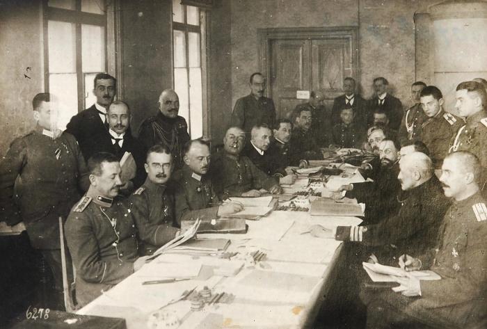 Фотография Брестских переговоров вфеврале 1918года.