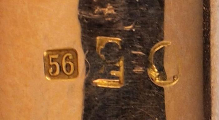 Курительная трубка воригинальном футляре. Россия. 1908-1917. Кап полированный, янтарь, золото. Длина12,5см.
