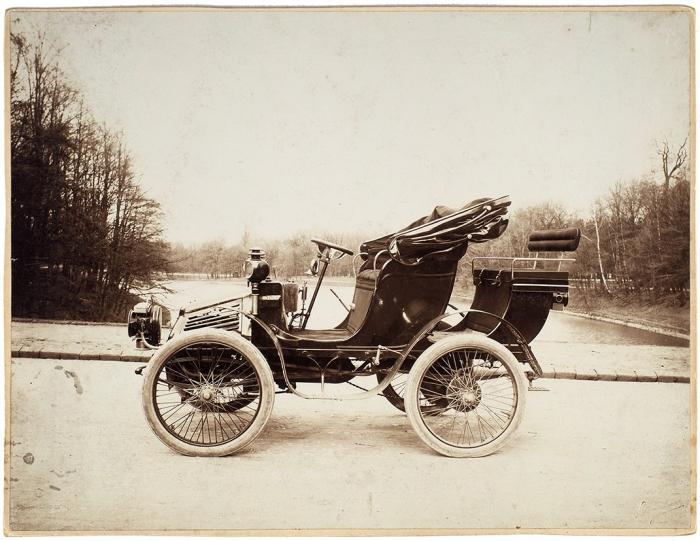[Первый русский автомобиль] Фотография: Автомобиль фирмы «Фрезе &К°». 1890-е гг.