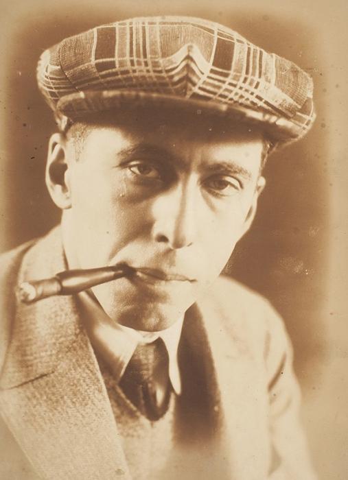 Фотография молодого Ильи Эренбурга/ фот. П.И. Шумов. [Париж, 1920-е гг.]