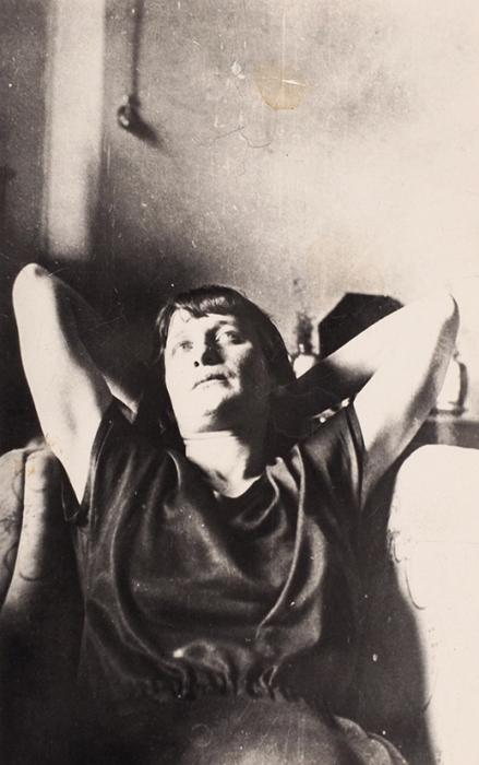 Фотография: Анна Ахматова вмастерской Н.Я. Данько. [1924].