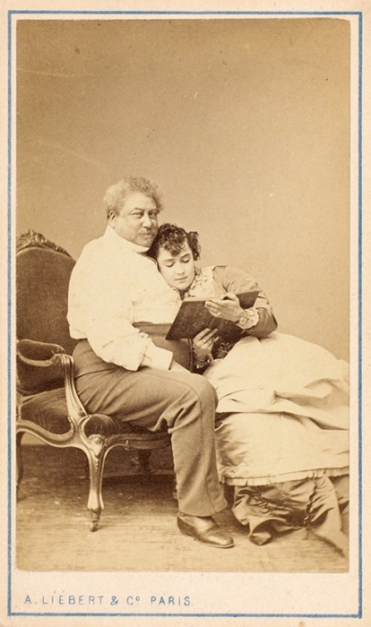 Скандальная фотография: Александр Дюма слюбовницей Адой Айзекс Менкен. Париж: A.Liebert &C°, [1867].