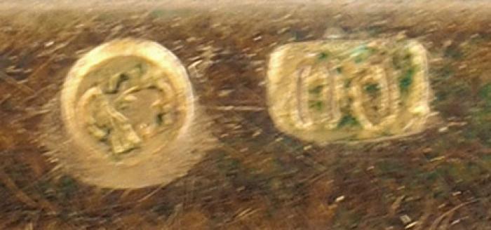 Стеклянная шкатулка работы мастерской Павла Овчинникова сгербом князей Долгоруковых накрышке. [М., конец XIX— нач. XXв.].