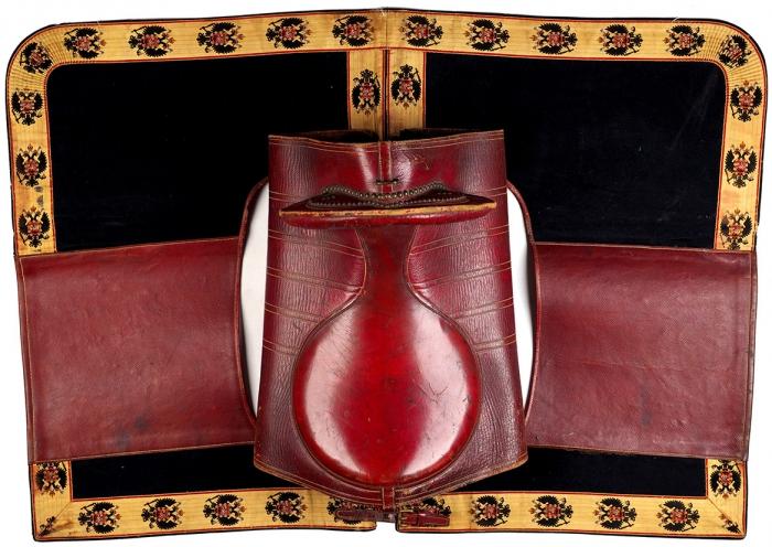 [Изсобрания С.М. Буденного] Коронационное седло герольда свальтрапом. [Б.м., 1896].